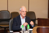 Professor John Lowe, The University of Nottingham Ningbo China, raised questions and joined discussions