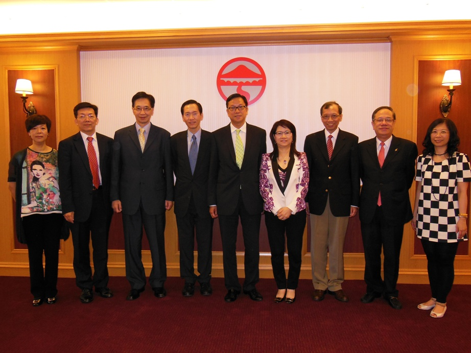 A delegation of the Chinese Manufacturer's Association of Hong Kong visits our campus picture