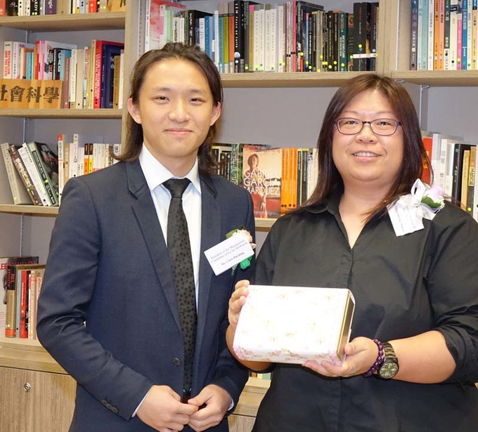 Students serve Lingnan community through Fu Tei Bookstore