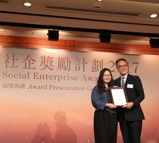 "Office of Service-Learning receives ""Outstanding Partner of Social Enterprise Award"""